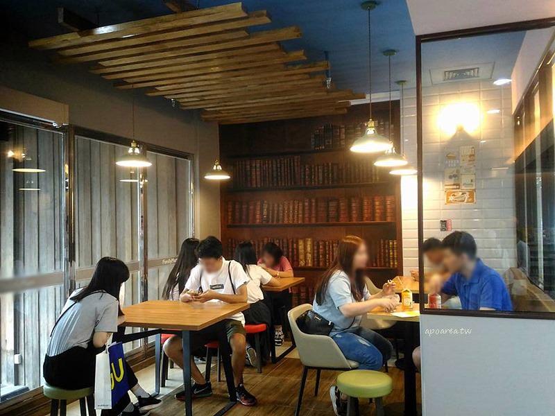 勤美誠品24小時營業咖啡館 新店進駐 植栽商品氣質綠牆 美食咖啡冰品小小兵