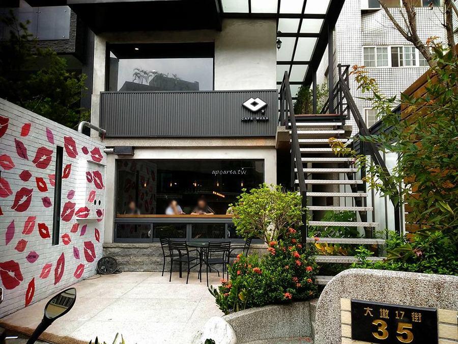 CafeMuah|網美打卡紅唇牆地標 針筒沙拉特色泡蛋 南屯早午餐咖啡下午茶