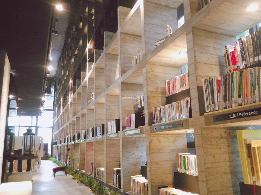 樂樂書屋|與百年榕樹共享閱讀空間 不限時100元咖啡飲料吧無限暢飲