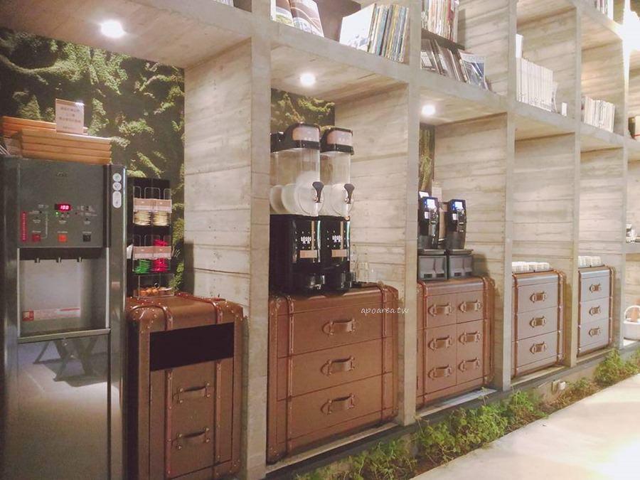 20171121085650 51 - 樂樂書屋|與百年榕樹共享閱讀空間 不限時100元咖啡飲料吧無限暢飲
