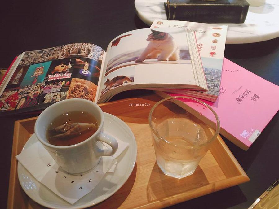 20171121085700 50 - 樂樂書屋|與百年榕樹共享閱讀空間 不限時100元咖啡飲料吧無限暢飲