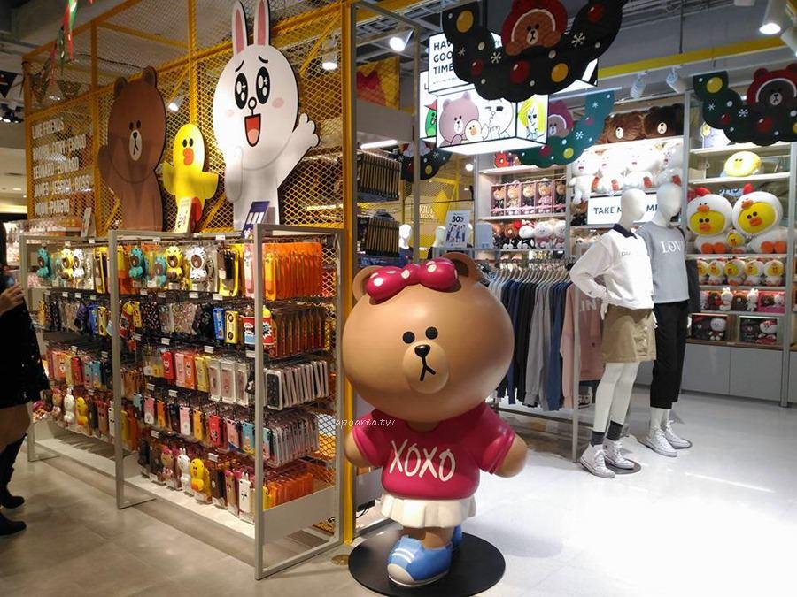 20171127222405 79 - 3米高巨型熊大聖誕裝扮來囉 呆萌可愛超討喜 LINE FRIENDS Store