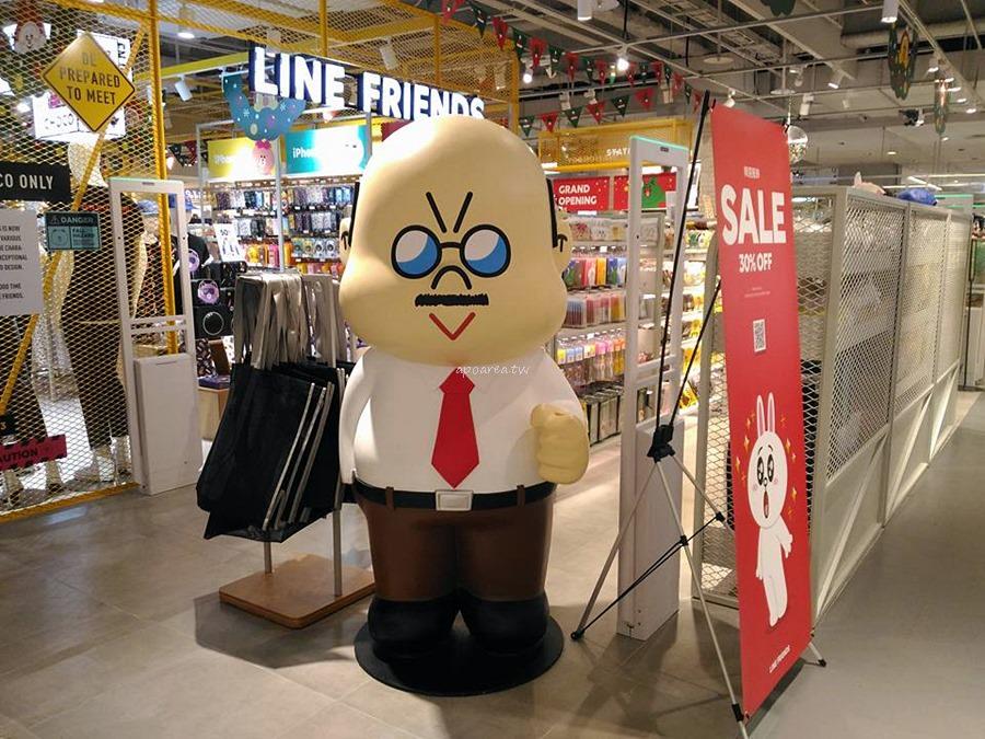 20171127222412 13 - 3米高巨型熊大聖誕裝扮來囉 呆萌可愛超討喜 LINE FRIENDS Store