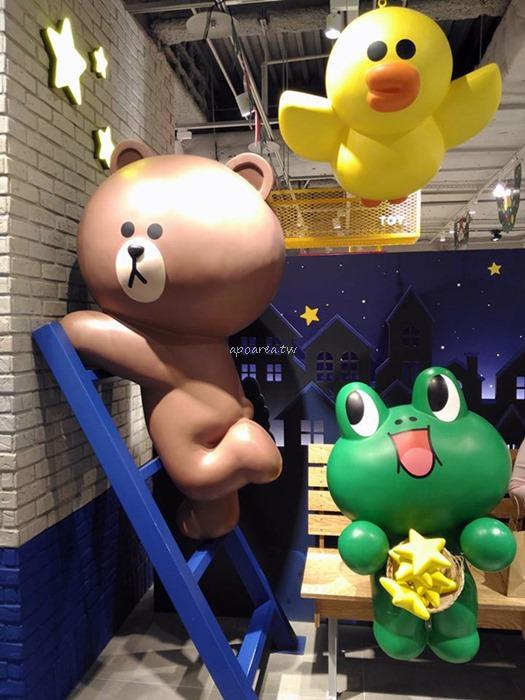 20171127222417 95 - 3米高巨型熊大聖誕裝扮來囉 呆萌可愛超討喜 LINE FRIENDS Store