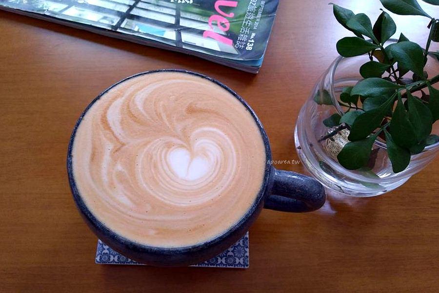 20180122221250 74 - 框旅wakutabi|巷弄咖啡館 招牌雞腿排鮮嫩厚實美味 有可愛親人狗狗喵咪坐鎮