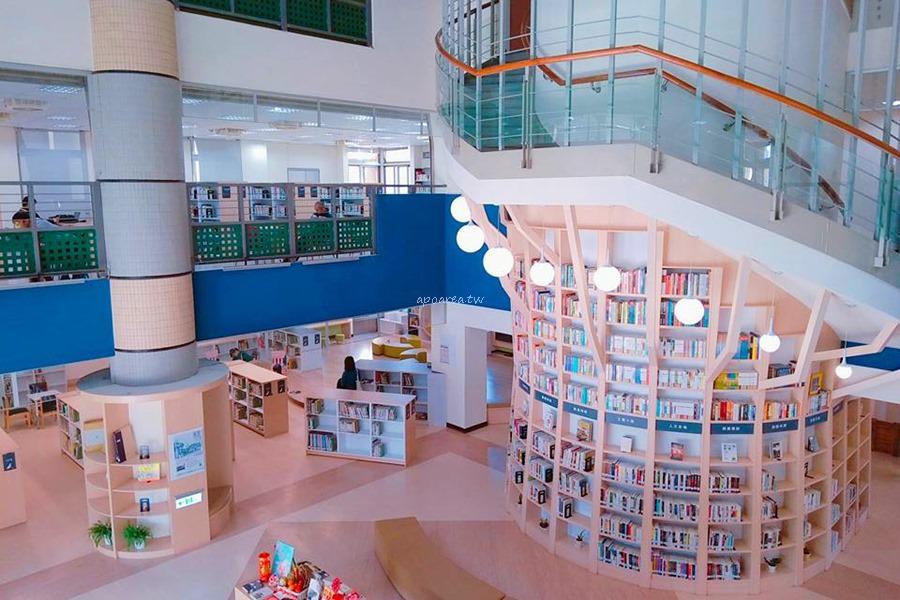 20180219135632 80 - 台中特色圖書館 大樹造型樓梯書牆 雲朵兒童閱覽區 工業咖啡館風格閱讀區 臺中市立圖書館總館