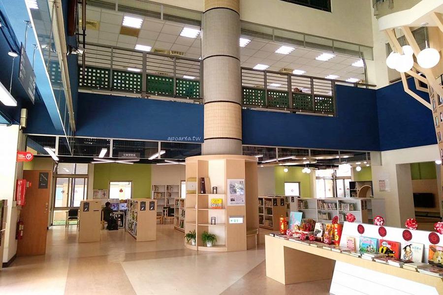 20180219135655 4 - 台中特色圖書館 大樹造型樓梯書牆 雲朵兒童閱覽區 工業咖啡館風格閱讀區 臺中市立圖書館總館