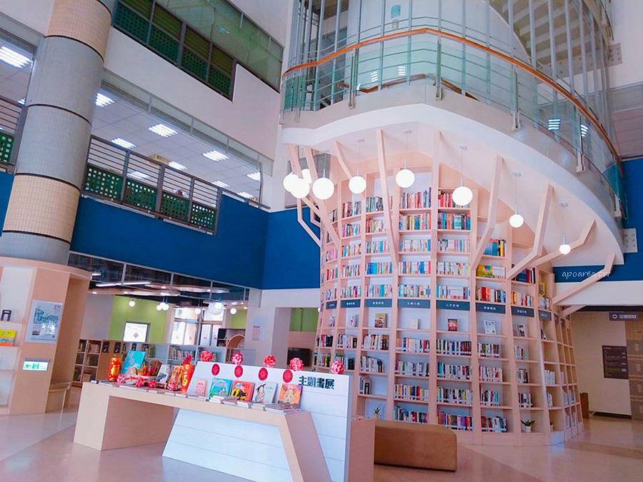 20180219143945 88 - 台中特色圖書館 大樹造型樓梯書牆 雲朵兒童閱覽區 工業咖啡館風格閱讀區 臺中市立圖書館總館