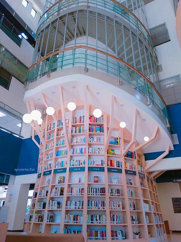 20180221092041 21 - 台中特色圖書館 大樹造型樓梯書牆 雲朵兒童閱覽區 工業咖啡館風格閱讀區 臺中市立圖書館總館