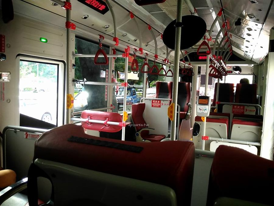 20180225220513 64 - 附USB充電插座的台中市公車你搭過了沒? 紅黑色賽車感舒適座椅 質感大提升