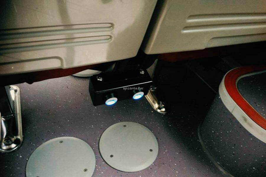 20180225220523 83 - 附USB充電插座的台中市公車你搭過了沒? 紅黑色賽車感舒適座椅 質感大提升