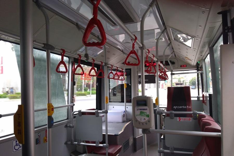20180225220534 80 - 附USB充電插座的台中市公車你搭過了沒? 紅黑色賽車感舒適座椅 質感大提升