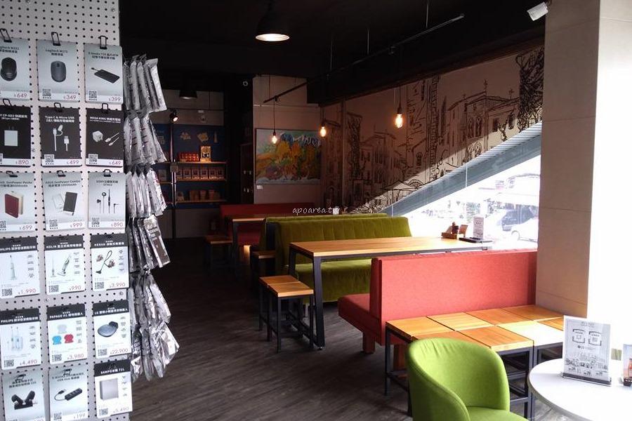 20180301191707 32 - 粉紅咖啡販賣機黃色貨櫃屋 早午餐20元起 平日點餐還有兒童樂園免費玩