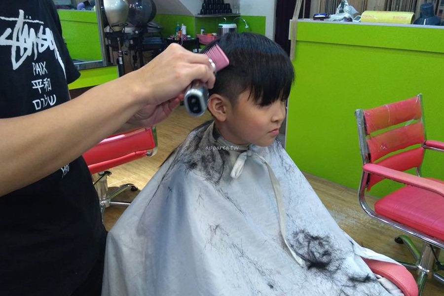 20180306143541 89 - 香港風美髮沙龍|生意很好,兒童卡通造型剪髮與小車子的座椅很受歡迎