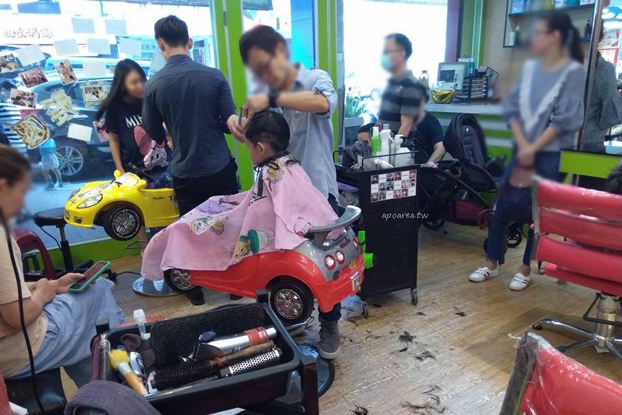 20180306143601 32 - 香港風美髮沙龍|生意很好,兒童卡通造型剪髮與小車子的座椅很受歡迎