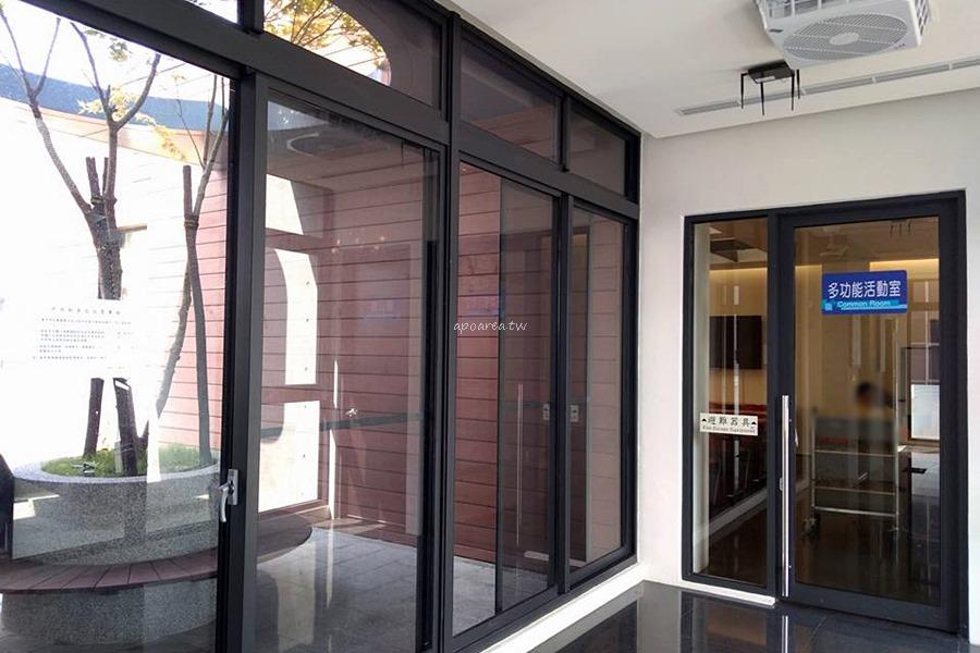 20180329145304 9 - 圖書館北區分館|清水模樓梯 玻璃磚造型外牆 有自修室 台中特色圖書館 原北區區公所