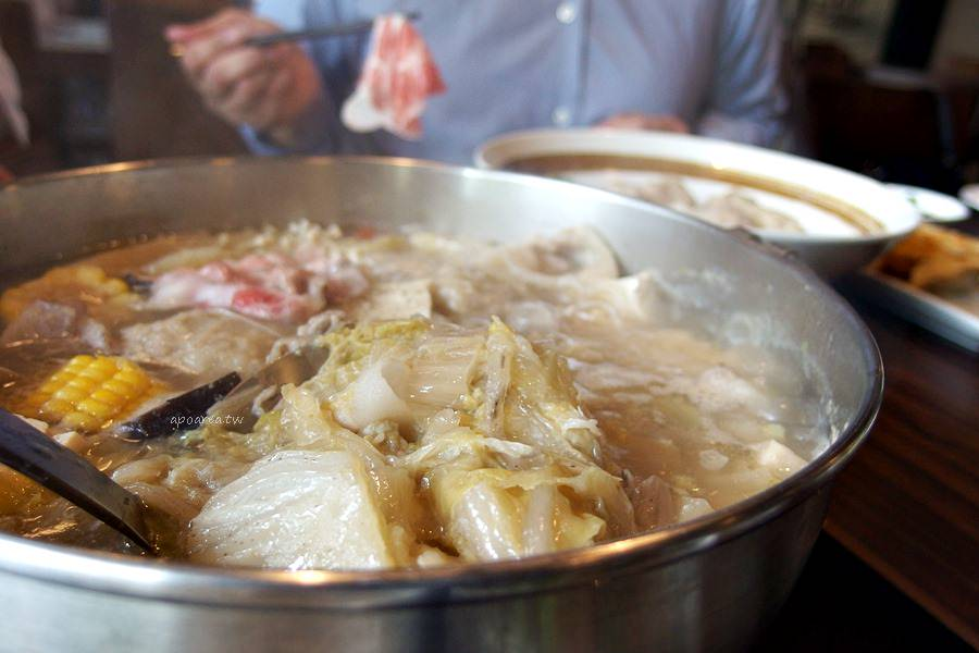 20180401114547 30 - 熱血採訪|黃金張老甕東北酸菜鍋超澎派,還有手工自製麵食小點、韭黃鮮蝦鍋貼