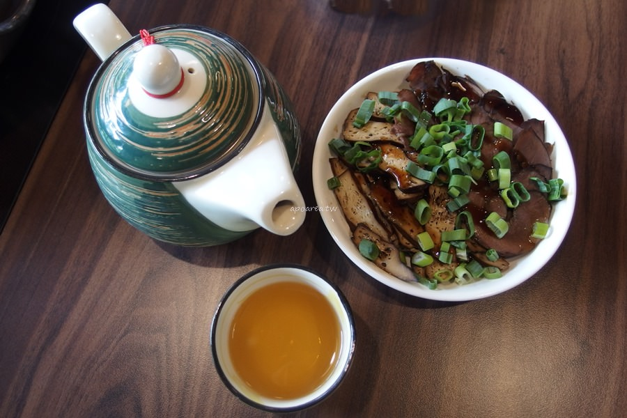 20180401163908 26 - 熱血採訪|黃金張老甕東北酸菜鍋超澎派,還有手工自製麵食小點、韭黃鮮蝦鍋貼