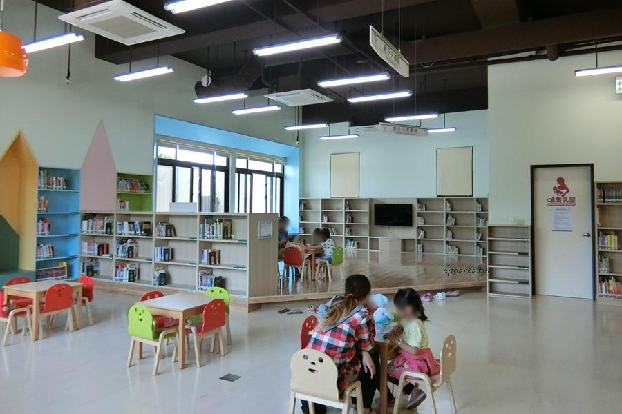 20180416082336 84 - 圖書館溪西分館│全台唯一可在館內看到高鐵奔馳的圖書館,綠能建築鄰溪望林,屋頂外觀像是一本攤開的書