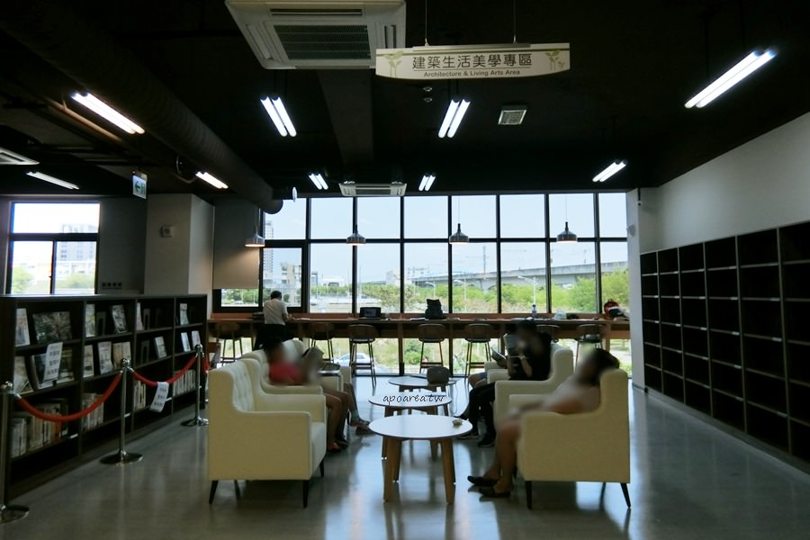 20180416082402 12 - 圖書館溪西分館│全台唯一可在館內看到高鐵奔馳的圖書館,綠能建築鄰溪望林,屋頂外觀像是一本攤開的書