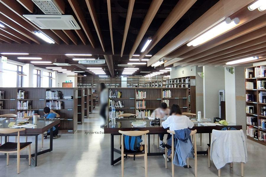 20180416082409 37 - 圖書館溪西分館│全台唯一可在館內看到高鐵奔馳的圖書館,綠能建築鄰溪望林,屋頂外觀像是一本攤開的書