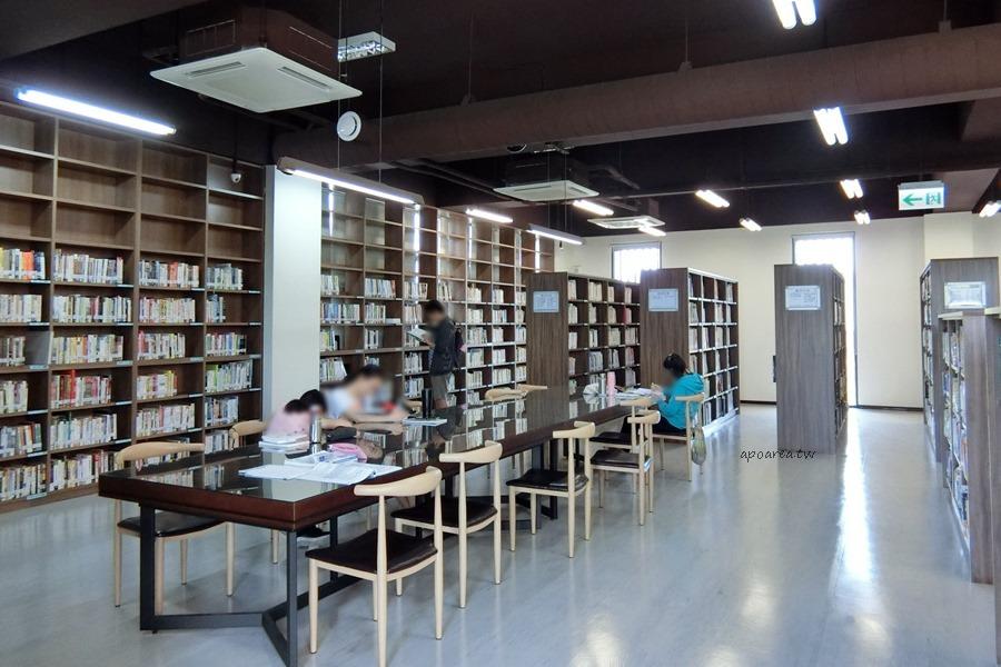 20180416082421 6 - 圖書館溪西分館│全台唯一可在館內看到高鐵奔馳的圖書館,綠能建築鄰溪望林,屋頂外觀像是一本攤開的書