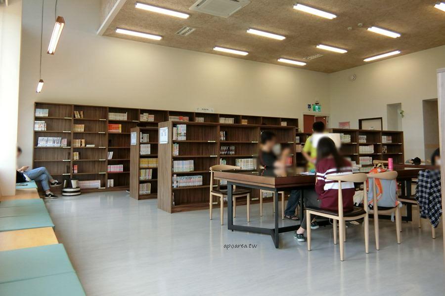 20180416082510 63 - 圖書館溪西分館│全台唯一可在館內看到高鐵奔馳的圖書館,綠能建築鄰溪望林,屋頂外觀像是一本攤開的書