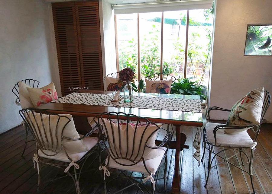 20180418090814 67 - 藍洞意式廚房|點餐附自助沙拉吧吃到飽 花草時尚紅土城堡建築 20多年在地老餐廳