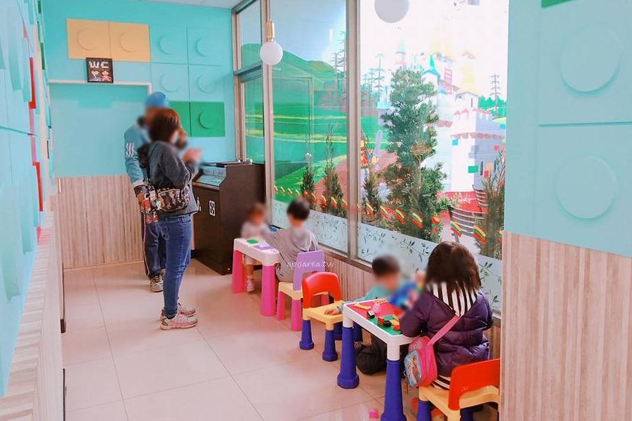 20180419083550 93 - 樂高積木主題7-11|積木城堡彩繪牆 可愛童趣還附兒童遊戲區 台中清水億承門市