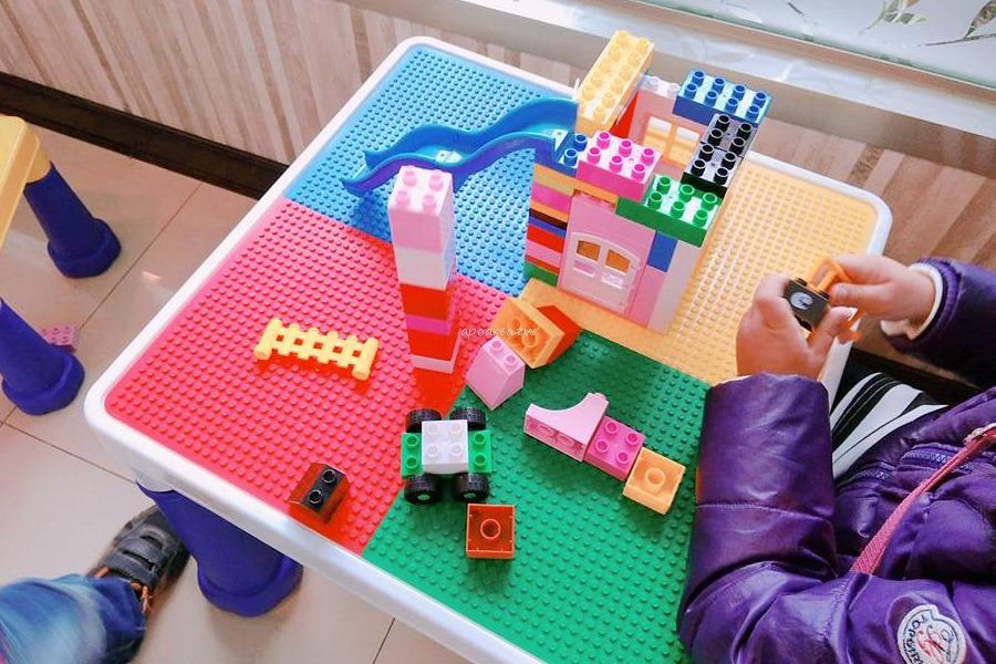 20180419083557 34 - 樂高積木主題7-11|積木城堡彩繪牆 可愛童趣還附兒童遊戲區 台中清水億承門市