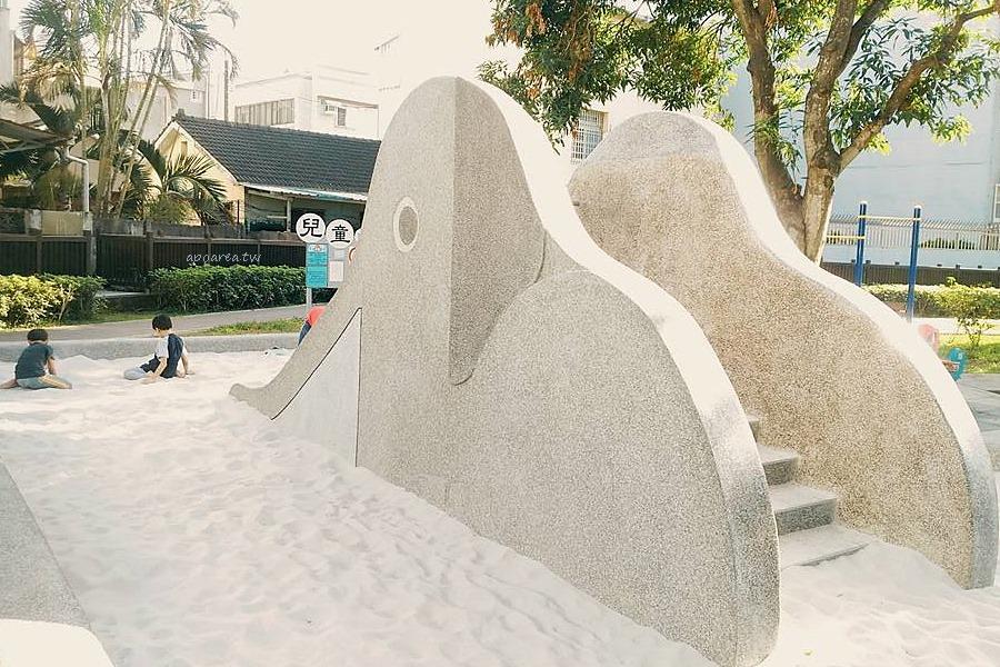 20180425113753 50 - 仁和廣福公園|復古大象溜滑梯 磨石子白沙坑 大片綠草地公園 目前不建議來玩