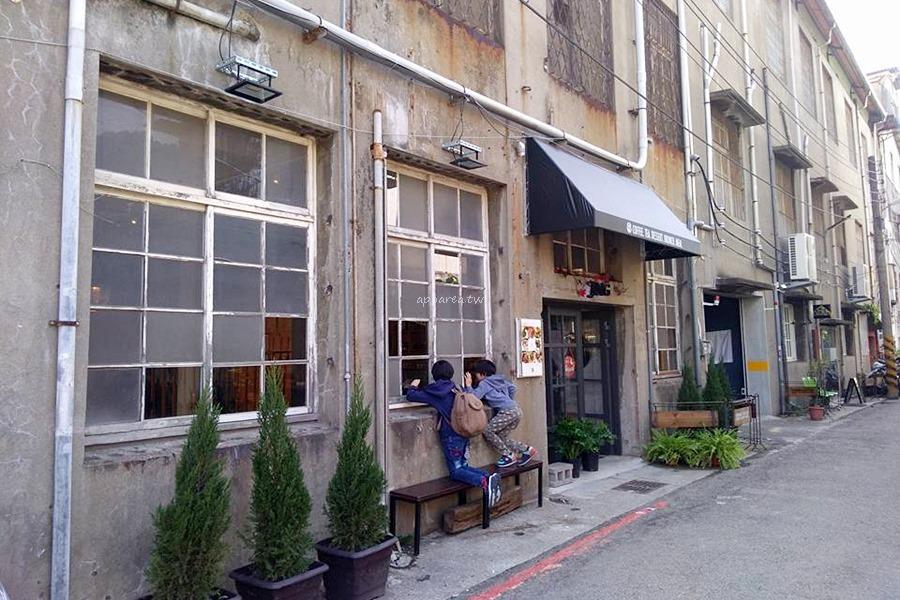 今咖啡 Jingcoffee|台中火車站後站 倉庫風格咖啡館 不如預期的菜單