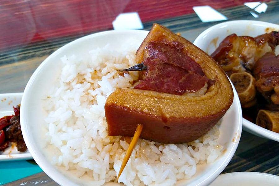 春發號|吃爌肉飯也能享受文青風 古早味傳統小吃 豬腳肋排滷肉飯 近水湳市場