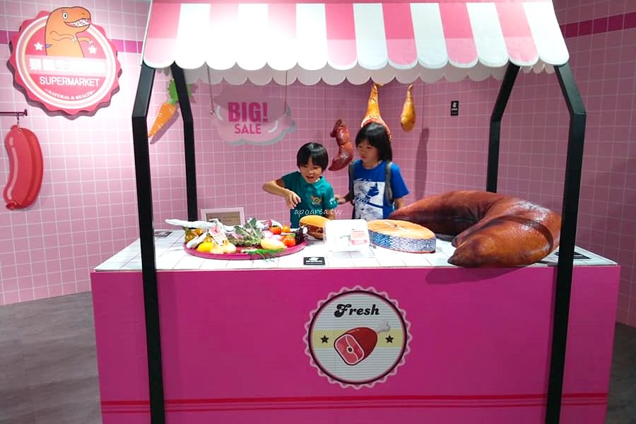 20180820194349 39 - WOW!恐龍來了 超萌暴龍粉紅生鮮超市 免費入場 新光三越暑假童樂會倒數中