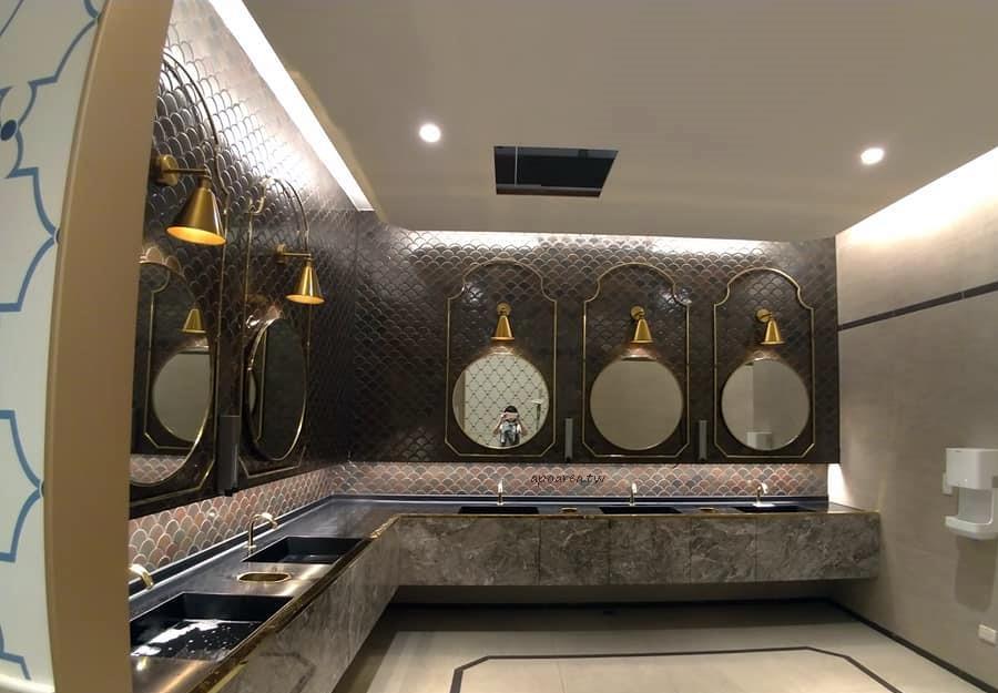 20181114220050 12 - 台中有沙發休息區的充電廁所 華麗有質感的洗手間