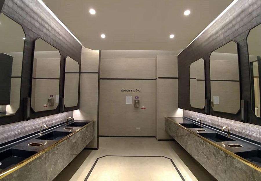 20181114220718 3 - 台中有沙發休息區的充電廁所 華麗有質感的洗手間