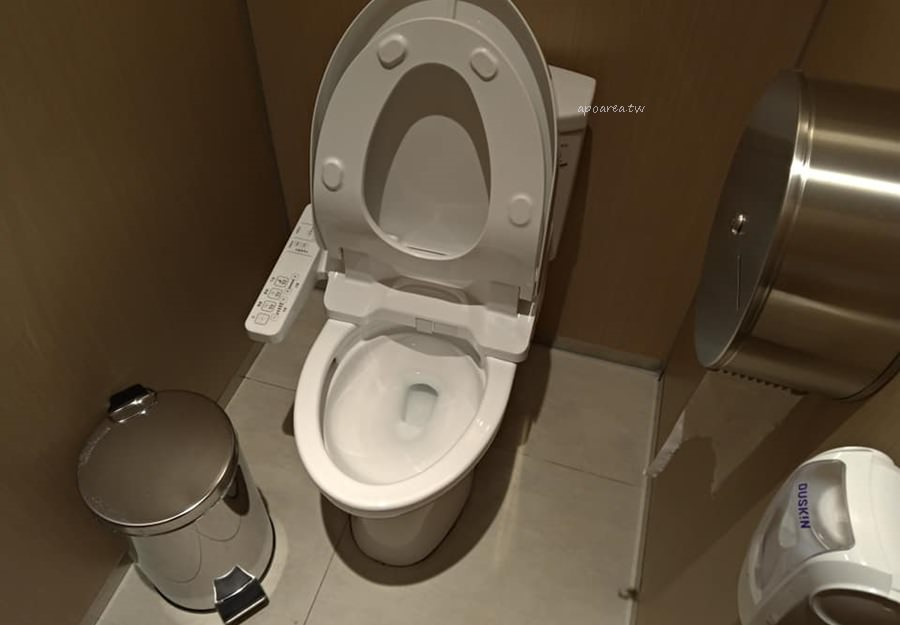 20181122081756 37 - 台中有沙發休息區的充電廁所 華麗有質感的洗手間