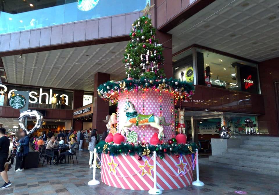 20181129205955 49 - 2018中友百貨聖誕樹 萌粉旋轉木馬蛋糕聖誕樹 夢幻遊樂園迎接聖誕節