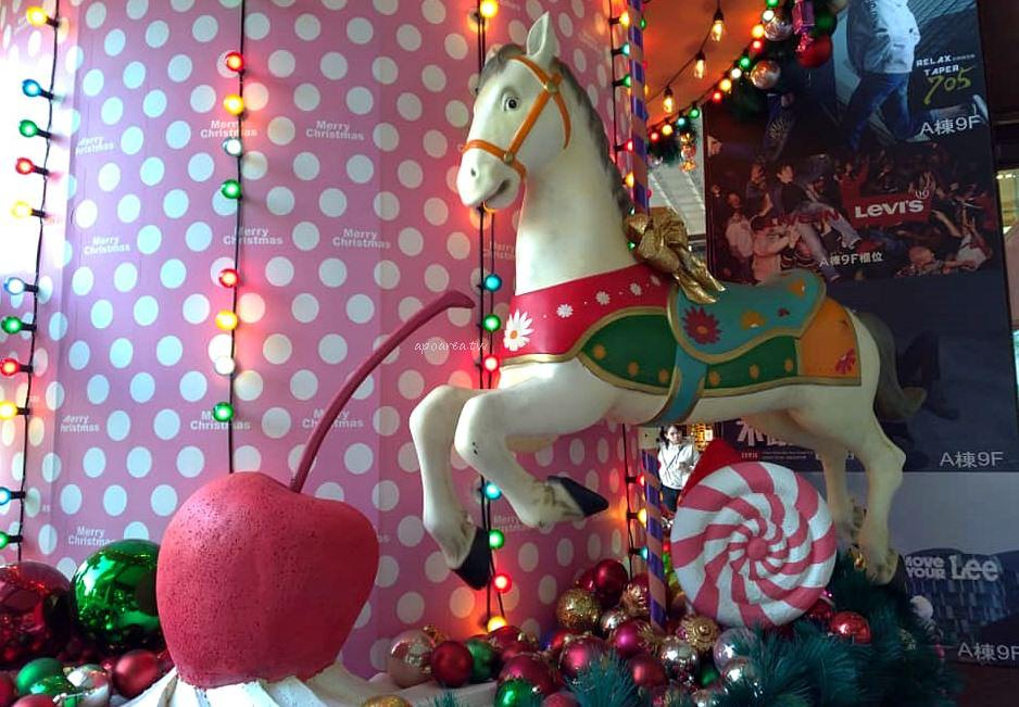 20181129210016 16 - 2018中友百貨聖誕樹 萌粉旋轉木馬蛋糕聖誕樹 夢幻遊樂園迎接聖誕節