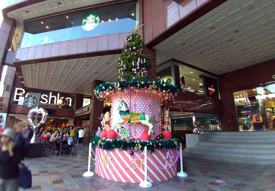 20181129210026 68 - 2018中友百貨聖誕樹 萌粉旋轉木馬蛋糕聖誕樹 夢幻遊樂園迎接聖誕節
