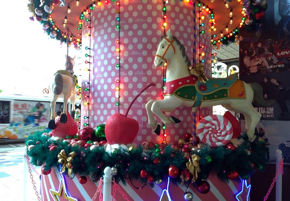 20181129210036 99 - 2018中友百貨聖誕樹 萌粉旋轉木馬蛋糕聖誕樹 夢幻遊樂園迎接聖誕節