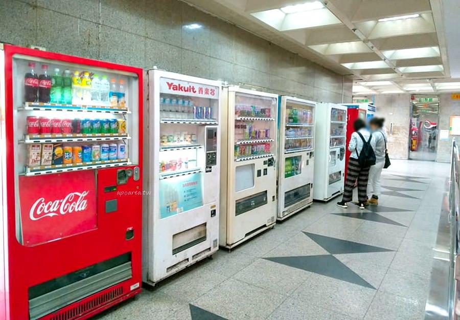 20190227113012 33 - 東協廣場飲料販賣機|8元養樂多販賣機 還有多種不同品牌咖啡飲料10元起