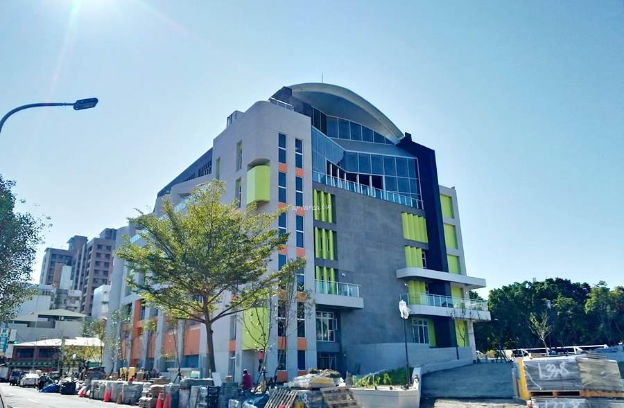 20200118204920 55 - 台中最新國民運動中心在這裡,會有室內外游泳池、三溫暖、兒童戲水設施、SPA、綜合球場等設施