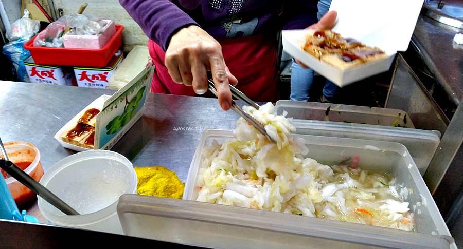 20200219084658 77 - 四平臭豆腐 泡菜小黃瓜給滿滿,還有大腸麵線、豬血湯,素食可,後方備有停車場