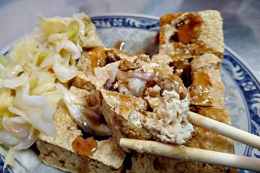 20200330081232 45 - 台中人氣臭豆腐,內用紅茶、湯品免費喝,平日兩點開賣,酥嫩燙口辣醬好搭,瑞穗臭豆腐