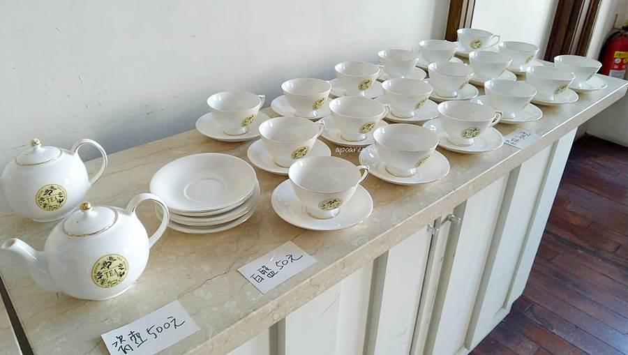 20210104144523 68 - 台中市役所古典玫瑰園結束營業,餐具桌椅展示櫃出清特賣即日起到1/20售完為止