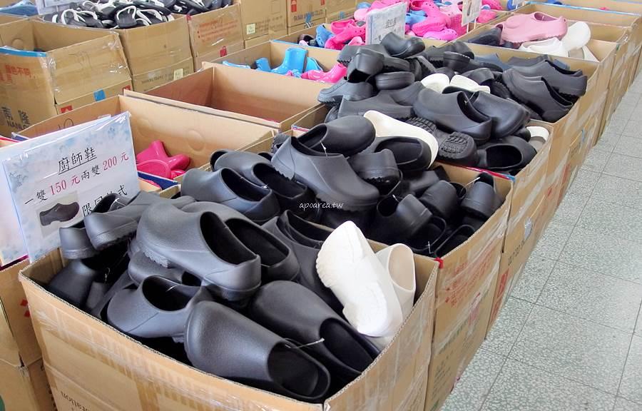 20210105184918 9 - 熱血採訪│在地製鞋廠EVA年終特賣會。銅板價50元買MIT拖鞋,秋冬保暖手套圍巾毛帽批價再七折,近洲際棒球場