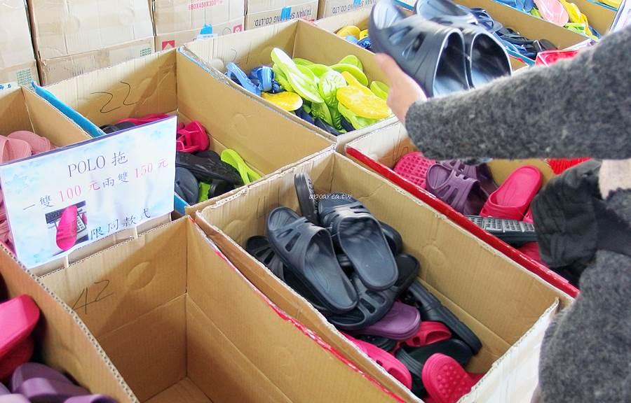 20210105185245 28 - 熱血採訪│在地製鞋廠EVA年終特賣會。銅板價50元買MIT拖鞋,秋冬保暖手套圍巾毛帽批價再七折,近洲際棒球場