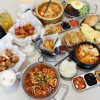 懂滋咚吃韓風早午餐。人氣韓式料理全時段供應,銅板價特色糖餅年糕串,近中國醫藥大學中友百貨