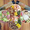 一頭牛日式燒肉。直火炭香丼飯組合餐自取外帶200元起,還附生菜沙拉和冷泡茶,北屯崇德路美食